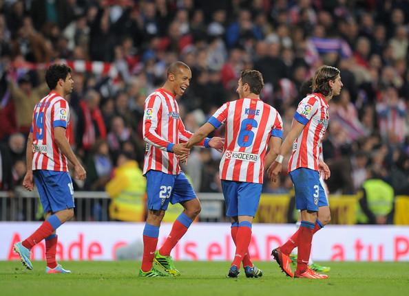 Miranda y Diego Costa acercan la Liga al Calderón