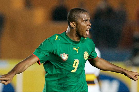 Samuel Etoo capitanea a Camerún en Dortmund