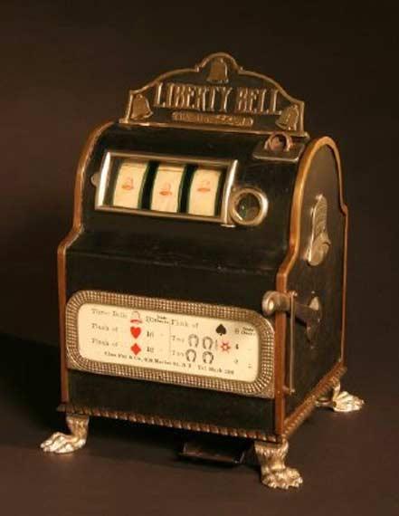 la primera máquina tragaperras